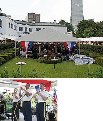 IMG:アメリカ独立記念日に掲げられた日本復興への願い