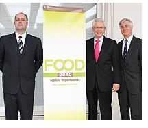 左から:FOOD2040総括責任者のクリストファー・ケント、アメリカ穀物協会トーマス・ドール理事長兼CEO、ジェフリー・ウィギン米国大使館農務担当公使
