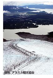 グレイシャー・ベイ国立公園/手前に氷河、奥に入江