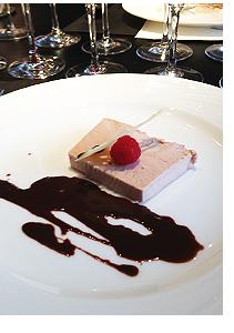 フランボワーズのパルフェ チョコレートソース