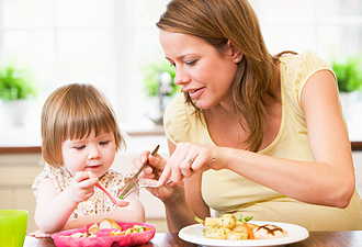IMG:食中毒予防は家庭から(クッキングイメージ)