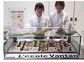 製菓専門学校レコールバンタンのスイーツデザイン専攻の生徒さんたち