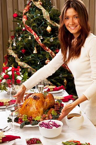 IMG:クリスマスのスイーツに込められた、その想いとは?/クリスマスツリーとローストターキー(イメージ)