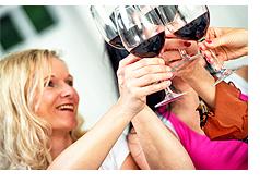 パティーでワイン乾杯(イメージ)