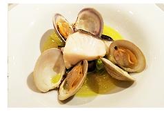 <アラスカ産>銀ダラのヴァポラータ、白小蛤とキャベツ、椎茸のソース
