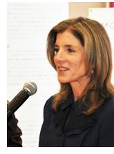 スピーチするキャロライン・ケネディ駐日米国大使