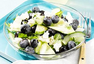 IMG:アメリカ流フルーツ(in)サラダ/ブルーベリーとキュウリのサラダ