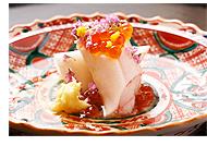 「ずわい蟹千枚漬け巻き、塩いくら、生姜、柚子」