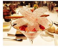 「デザート(イチゴと桜、オリーブオイルのパフェ)」