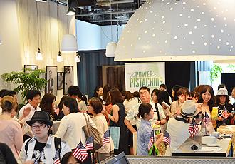 IMG: 今年もスイーツが盛りだくさん! アメリカンナッツカフェ開催(会場風景)