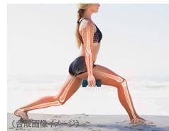 女性と骨のイメージ(合成画像イメージ)