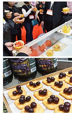 グレープフルーツを試食する来場者とキャラメルシロップとPacific Flavorのオレゴン産ブルーベリーシロップ着けをコラボしたカナッペの試食品